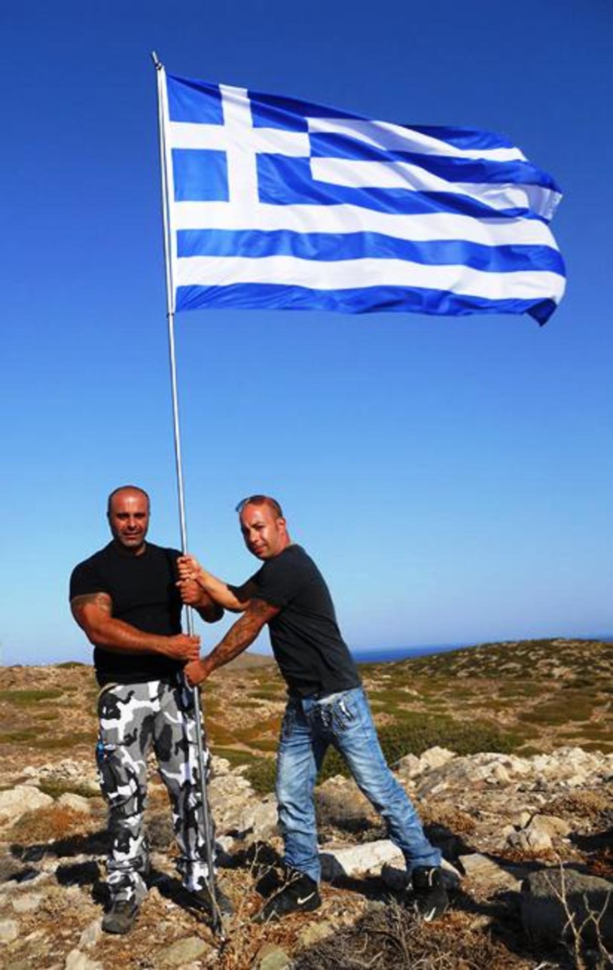 Οι αυτόκλητοι «σημαιοφόροι» της Χρυσής Αυγής. Άποψη-σχόλιο | Newsit.gr