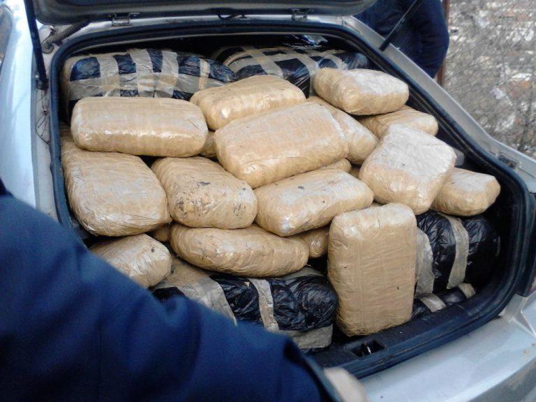 Ιωάννινα: Μετέφερε με το αυτοκίνητο πάνω από 242 κιλά χασίς! ΦΩΤΟ | Newsit.gr