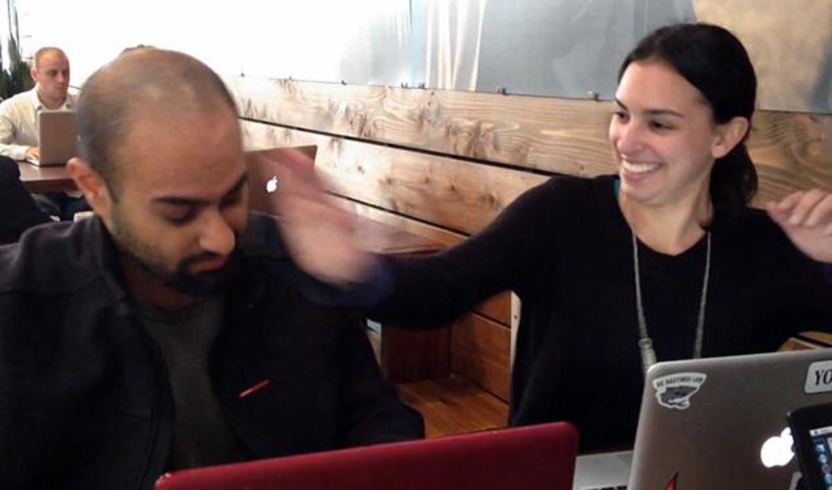 Προσέλαβε γυναίκα να τον χαστουκίζει όταν μπαίνει στο Facebook! – ΒΙΝΤΕΟ   Newsit.gr
