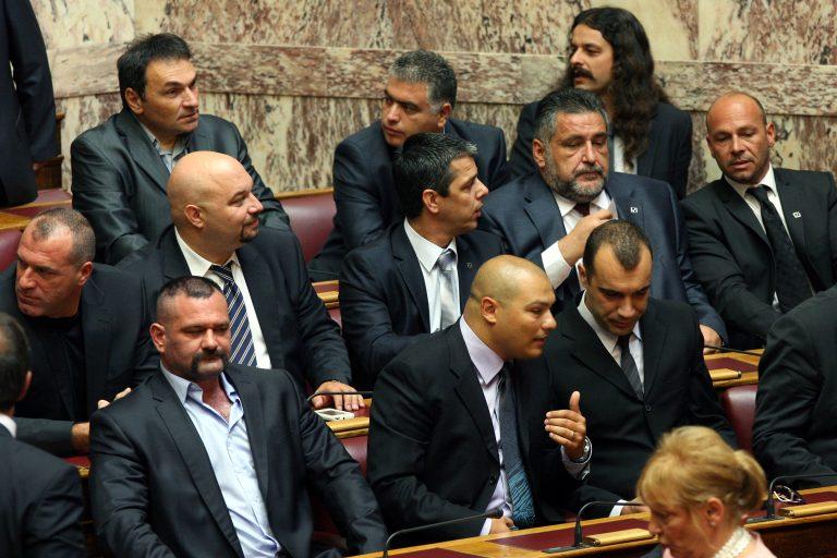 Κι όμως: 23 βουλευτές από άλλα κόμματα ψήφισαν Χρυσή Αυγή!   Newsit.gr