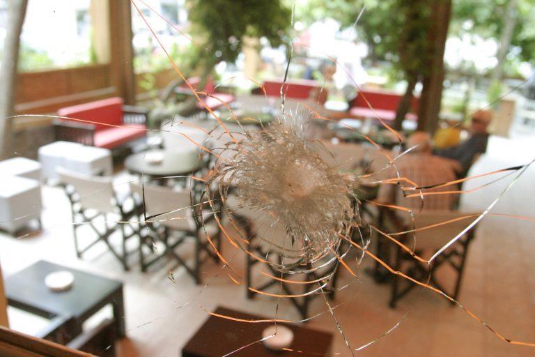 Έριξαν χειροβομβίδα σε καφετέρια | Newsit.gr