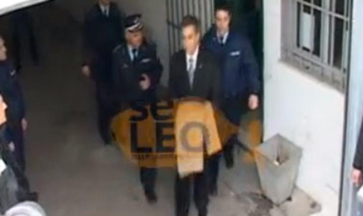 Ισόβια για Παπαγεωργόπουλο – Λεμούσια και Σαξώνη! – Οδηγήθηκαν με χειροπέδες στις φυλακές Διαβατών | Newsit.gr