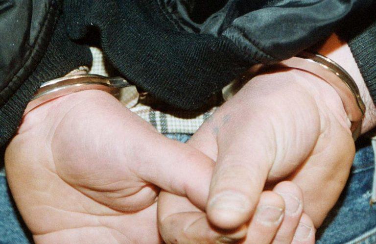 Χειροπέδες σε υπαλλήλους του υπουργείου Περιβάλλοντος | Newsit.gr