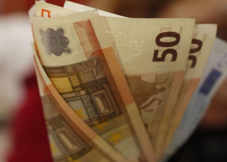 Αιμορραγία για 200.000 Έλληνες – Οι περικοπές ως και 30%   Newsit.gr