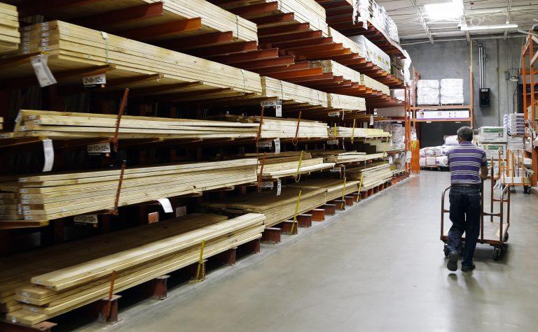 Πάτρα: Μπήκαν σε εταιρεία με ξύλα και… άρχισαν να τα φορτώνουν | Newsit.gr