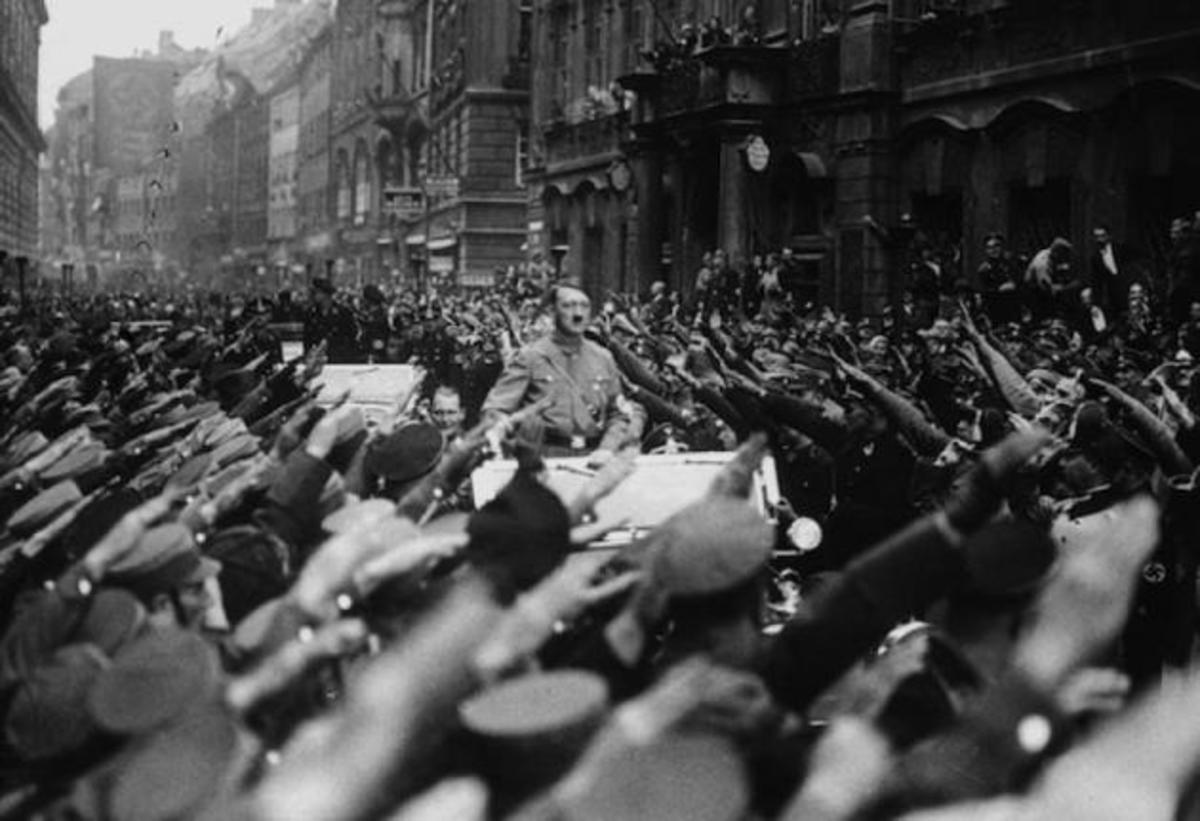 Την άνοδο του Χίτλερ με τη Χρυσή Αυγή ,συγκρίνει το BBC!   Newsit.gr