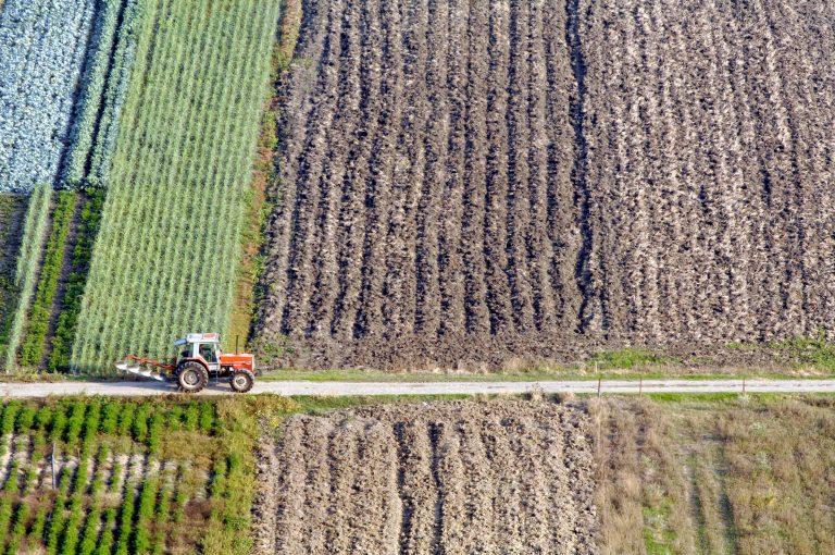 Τα σενάρια της κυβέρνησης για τη φορολογία αγροτών και χωραφιών | Newsit.gr