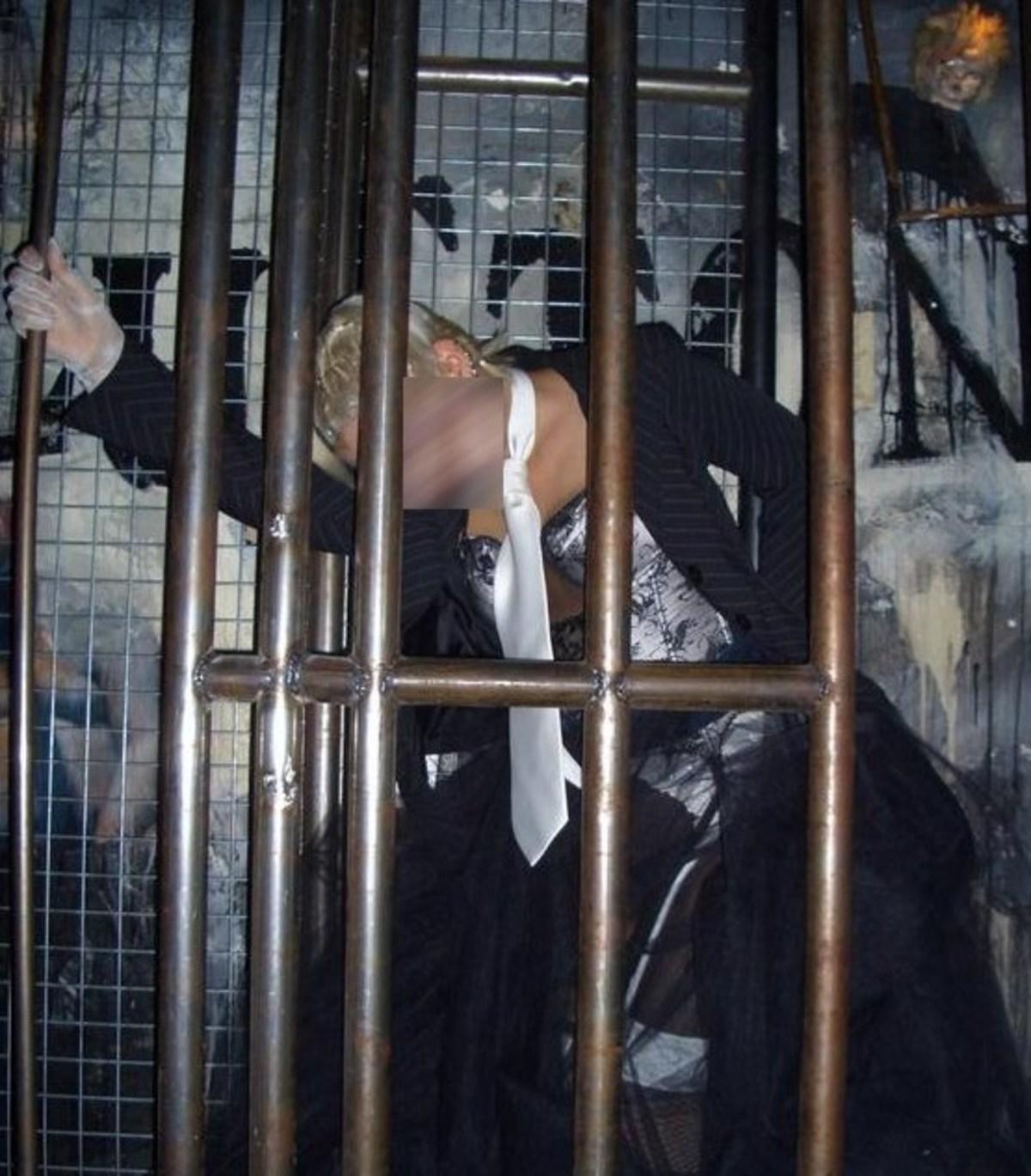 ΘΕΜΑ NEWSIT: Η αστυνόμος «χορεύτρια» αποκαλύπτει | Newsit.gr