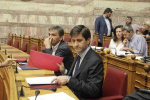 Χουλιαράκης: Όχι πολύ γρήγορα η άρση στα capital controls