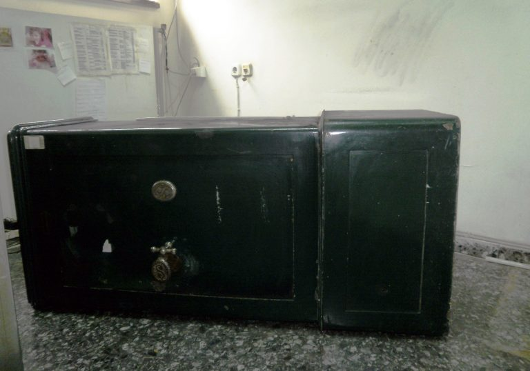 Έψαχναν … χρηματοκιβώτιο στο νεκροταφείο | Newsit.gr