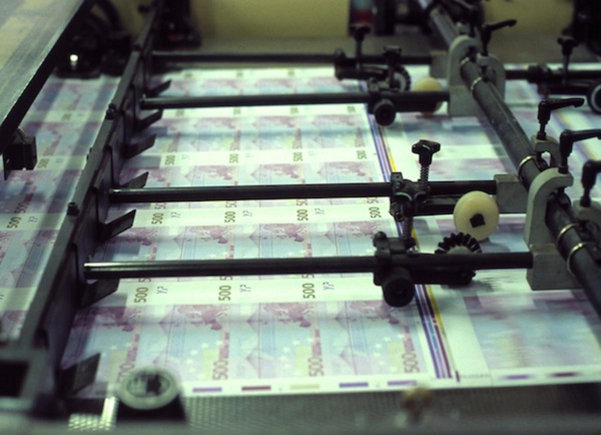 Η ΕΚΤ δίνει στροφές στις μηχανές εκτύπωσης χρήματος | Newsit.gr
