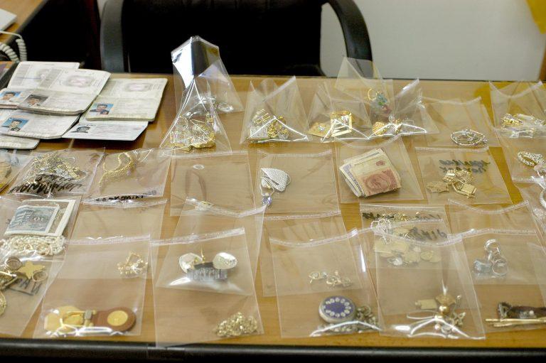 Άρτα: Τους έπιασαν με τα χρυσαφικά που έκλεψαν!   Newsit.gr