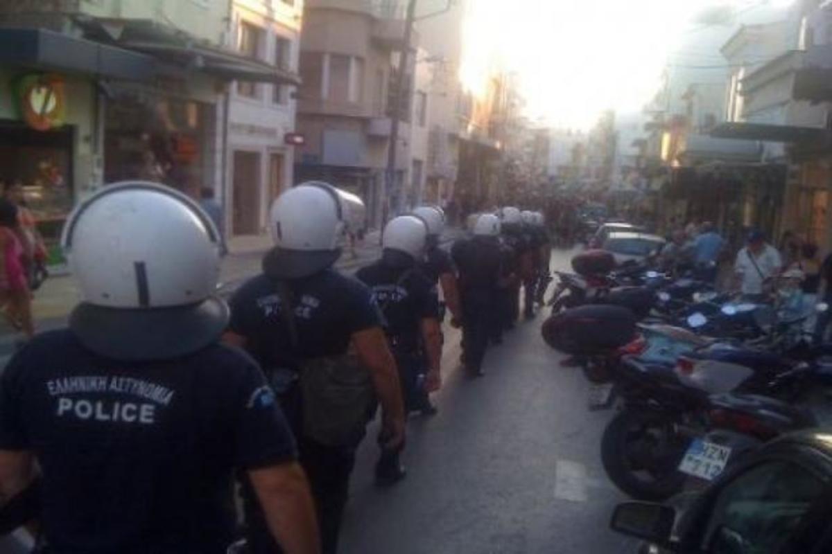 «Έξω οι νεοναζί απ' το Ηράκλειο» – Συνθήματα οργής και πορεία εναντίον της Χρυσής Αυγής | Newsit.gr