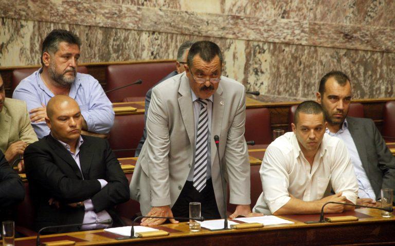 Χρυσή Αυγή: «Μας παρακολουθούν οι ρουφιάνοι της ΕΥΠ»   Newsit.gr