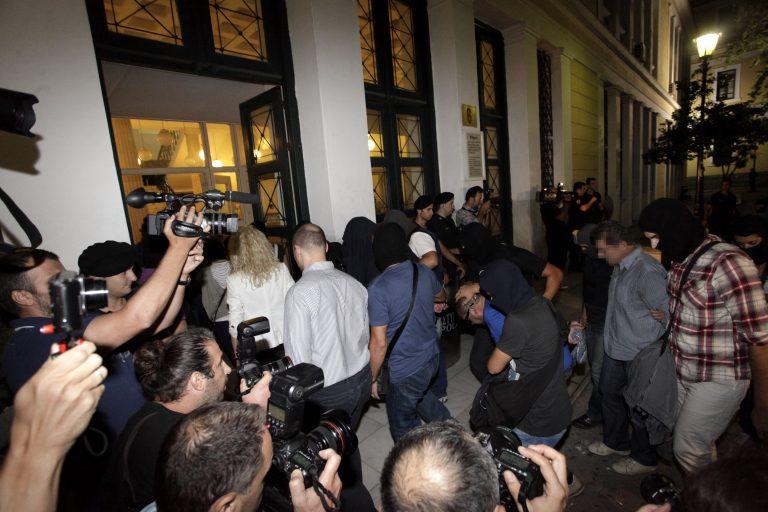Νέοι διάλογοι – φωτιά: Προσπάθησαν να κρύψουν τα ίχνη τους μετά τη δολοφονία Φύσσα – Ο αρχηγός της Χρυσής Αυγής Ν. Μιχαλολιάκος γνώριζε μισή ώρα μετά | Newsit.gr