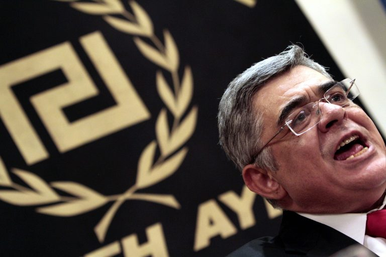 Γιατί δεν μπορεί να τεθεί εκτός νόμου η Χρυσή Αυγή | Newsit.gr