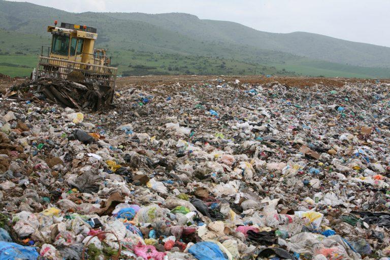 Απολύονται 100 εργαζόμενοι από τη χωματερή – Τεράστια τα προβλήματα που θα δημιουργηθούν | Newsit.gr