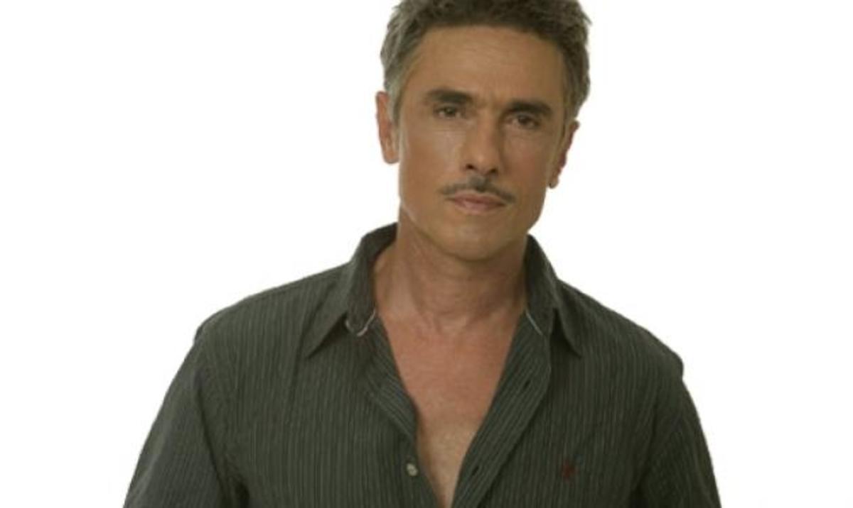 Ο Σ. Ζαλμάς μιλά για πρώτη φορά για τα δημοσιεύματα που τον ήθελαν να πάσχει από AIDS! | Newsit.gr
