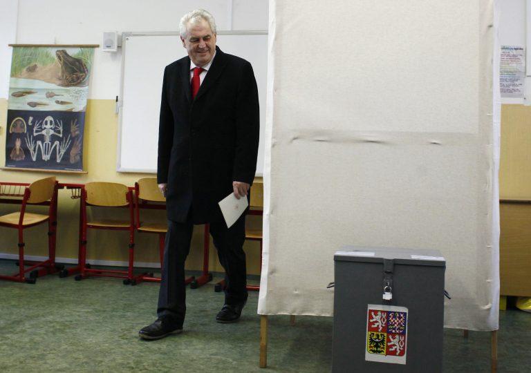 Πρωθυπουργός της Τσεχίας ο αριστερός Ζέμαν | Newsit.gr