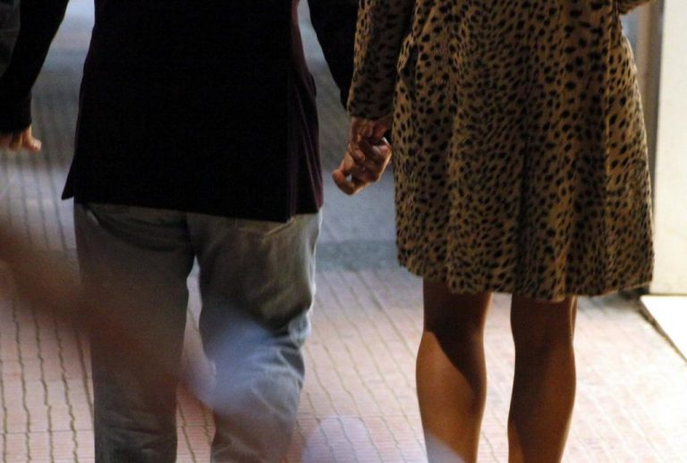 Το νεαρό ζευγάρι στα Χανιά δεν έκρυβε καλά το ένοχο μυστικό του | Newsit.gr