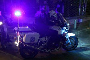 Τραυματίας αστυνομικός κοντά στην ΑΣΟΕΕ! Πέτρες και ξύλα από αγνώστους