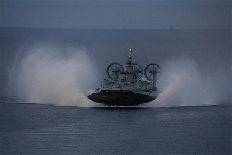 Από τι πήρε φωτιά το Zubr – Αιφνιδιαστική επίσκεψη Παναγιωτόπουλου στη ναυτική βάση | Newsit.gr