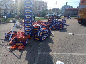 Αγρίνιο: Ξύλο και σάπια μήλα σε διανομή τροφίμων – Γροθιές για τη σειρά προτεραιότητας [pics]