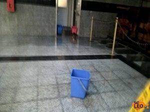 Θεσσαλονίκη: Εικόνες για γέλια στον σιδηροδρομικό σταθμό – Δείτε τα προβλήματα της βροχής [pics]