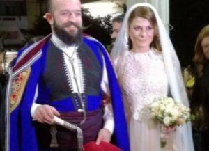 Κρήτη: Ο ιδιαίτερος γάμος πασίγνωστου σεφ – Η νύφη, τα όργανα και οι εικόνες [pics, vid]