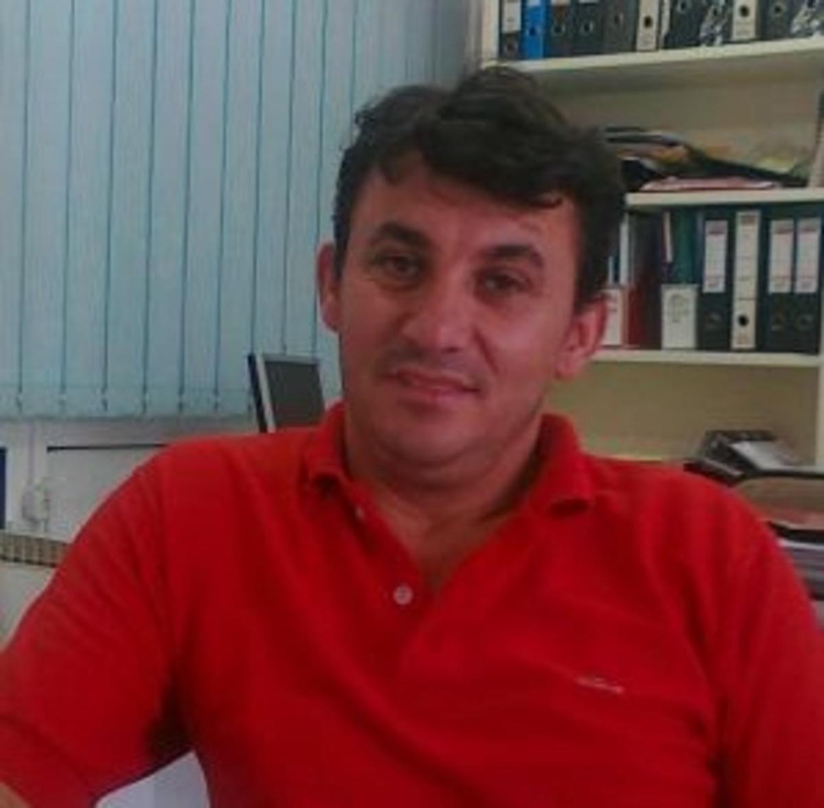 Τρίκαλα: Ο κάτοικος που »πολιορκείται» από κόμματα της Αλβανίας, για να κατέβει βουλευτής! | Newsit.gr