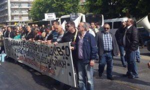 Θεσσαλονίκη: Διαμαρτυρία εργαζομένων της ΕΛΒΟ έξω από τα γραφεία του ΣΥΡΙΖΑ [pics, vid]