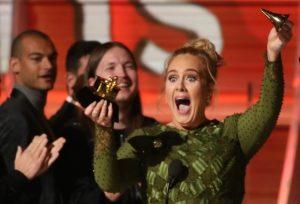 "Adele: ""Έχω δεύτερο λογαριασμό στο Twitter για να βρίζω"""