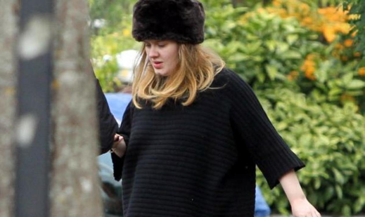 Adele: Σε προχωρημένη εγκυμοσύνη αλλά δεν σταματά τις βόλτες με τον σύντροφό της! | Newsit.gr