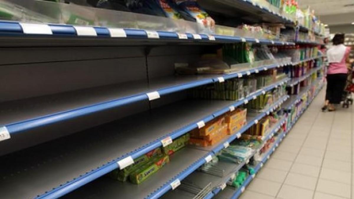 Λάρνακα: Συνθήκες πολέμου – Οι καταναλωτές αγοράζουν μόνο ξηρά τροφή – Τα ράφια άδειασαν (video) | Newsit.gr