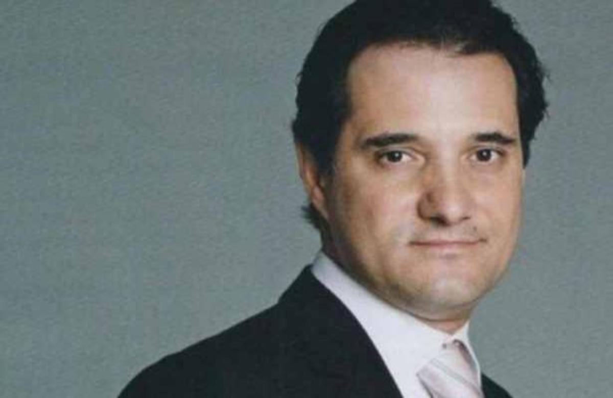 Ο Άδωνις Γεωργιάδης μιλάει για την κρίση στο γάμο του και τη σάτιρα των «Αρβύλα» | Newsit.gr