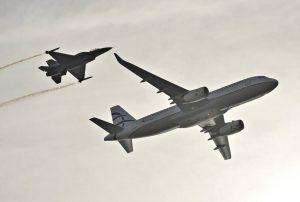 Airbus της Aegean και F-16 πετούν δίπλα – δίπλα – Εντυπωσιακές εικόνες [pics, vid]