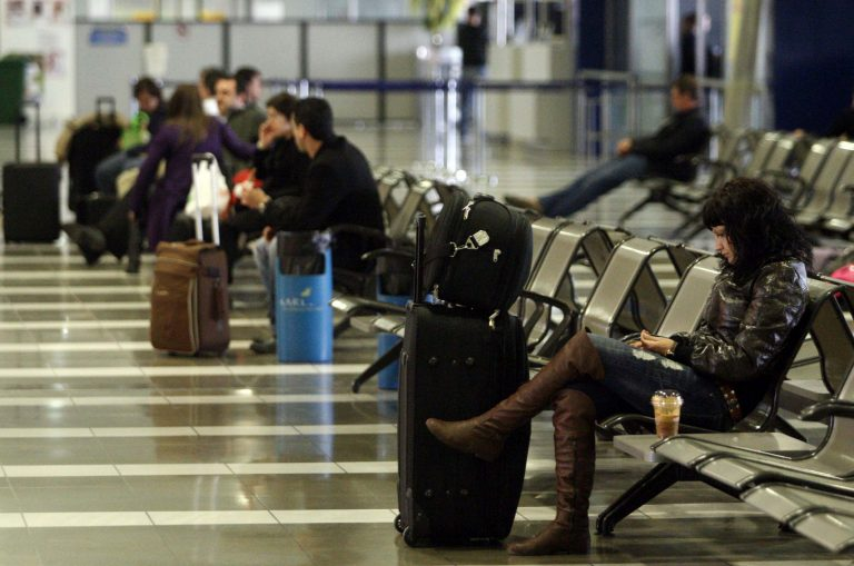 Απόφαση σταθμός: Οι εταιρίες είναι υποχρεωμένες να φροντίσουν τους επιβάτες όταν ματαιώνονται πτήσεις | Newsit.gr