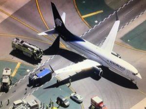 Τρόμος! Αεροσκάφος συγκρούστηκε με φορτηγό! Οκτώ τραυματίες [vids, pics]