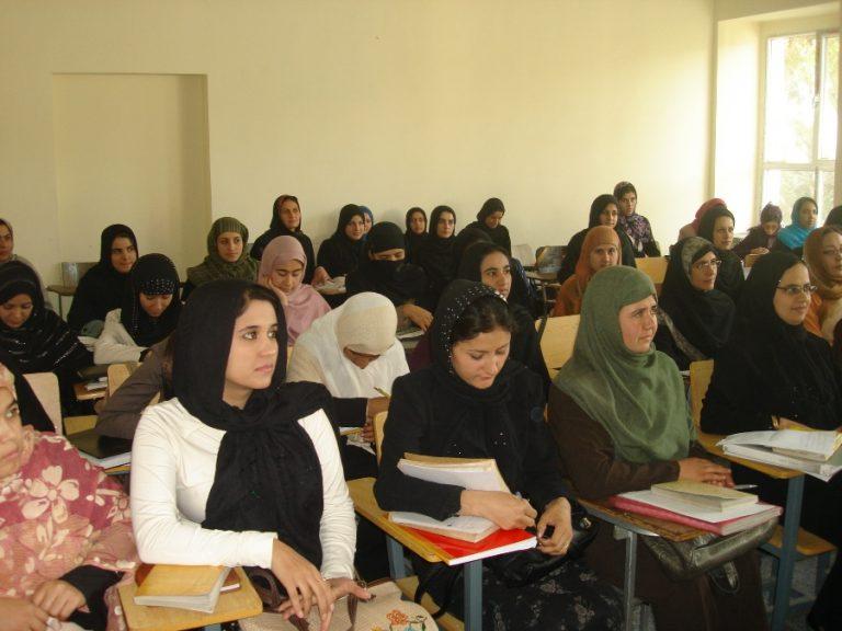 Μυστηριώδη ασθένεια προσβάλει μαθήτριες στο βόρειο Αφγανιστάν   Newsit.gr