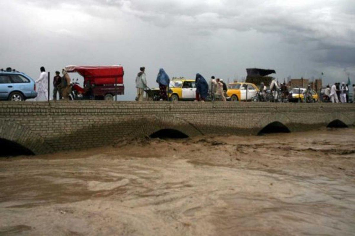 Δεκάδες νεκροί και αγνοούμενοι από πλημμύρες   Newsit.gr