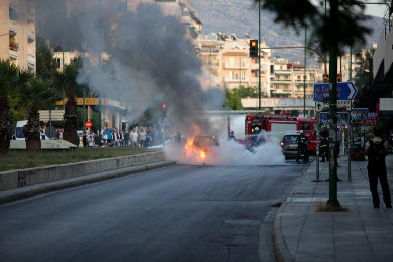 Κρήτη: Αυτοκίνητο τυλίχθηκε στις φλόγες | Newsit.gr