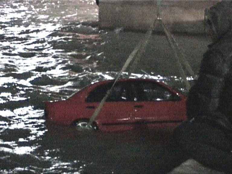 Πρέβεζα: Έκανε «κόλπα» με το αυτοκίνητο στην στεριά και βρέθηκε στην … θάλασσα!   Newsit.gr