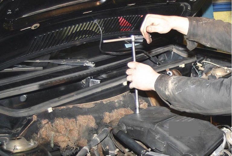 Κρήτη: Τη κυνήγησε με κατσαβίδι και την έδειρε! Απίστευτος καυγάς μηχανικού – πελάτισσας | Newsit.gr