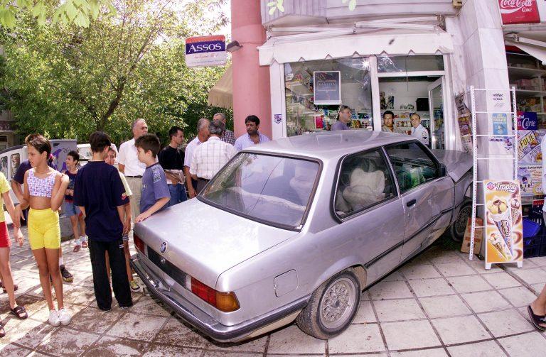 Ηράκλειο: H τρελή πορεία του αυτοκινήτου, σταμάτησε σε κατάστημα! | Newsit.gr