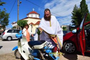 Ναύπλιο: Έκαναν Αγιασμό σε αυτοκίνητα και μηχανάκια [pics, vid]