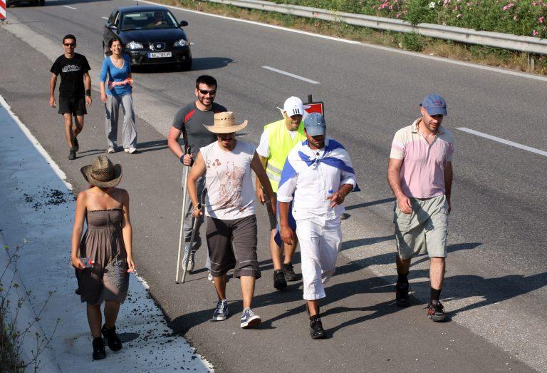 Οι Αγανακτισμένοι της Κορίνθου κατέλαβαν το δημοτικο συμβούλιο   Newsit.gr