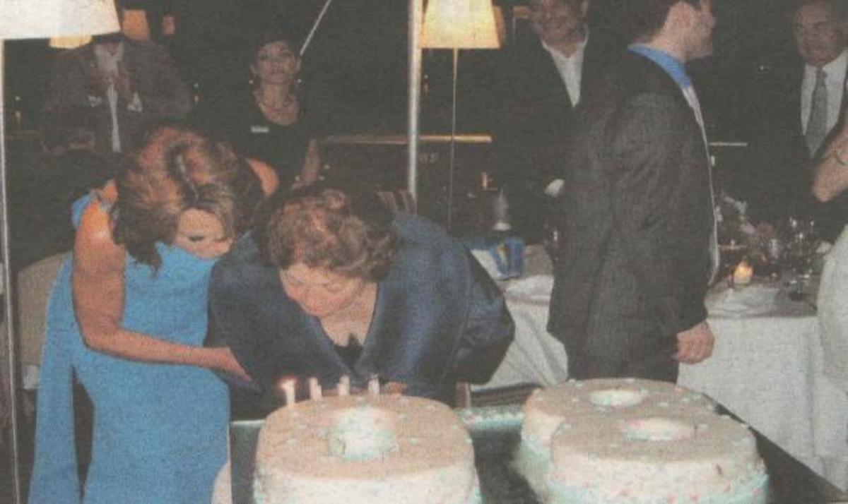 Γ. Αγγελοπούλου: Πάρτι – έκπληξη για τα 80α γενέθλια της μητέρας της! | Newsit.gr