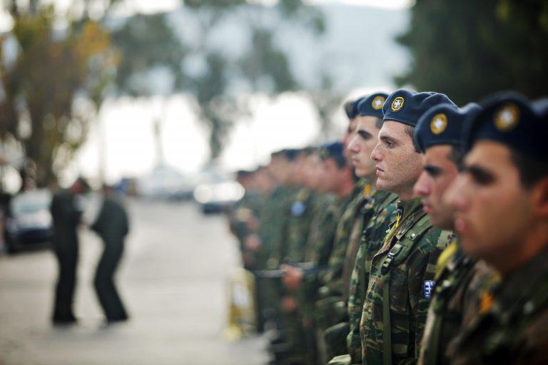Το δράμα να είσαι ΕΠΟΠ στην Ελλάδα! Δείτε τους μισθούς-φιλοδωρήματα που παίρνουν | Newsit.gr