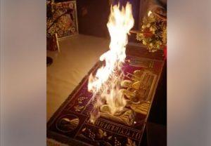 Ιερέας έβαλε… φωτιά στην Αγία Τράπεζα για το Δεύτε Λάβετε Φως [pics]
