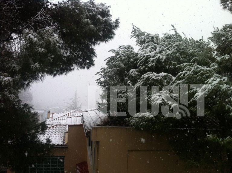 Κλειστός ο δρόμος στην Πάρνηθα και στην Πεντέλη από το 414 – Υποχωρεί ο χιονιάς σιγά σιγά   Newsit.gr